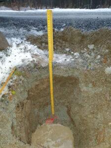 Tommestokk for dybdemåling av kabel i grøft